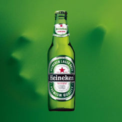 Heineken_flasa_s_rukou